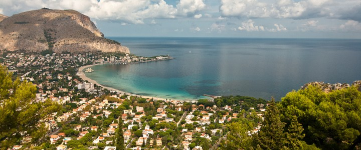 Mondello – the favourite beach for the city